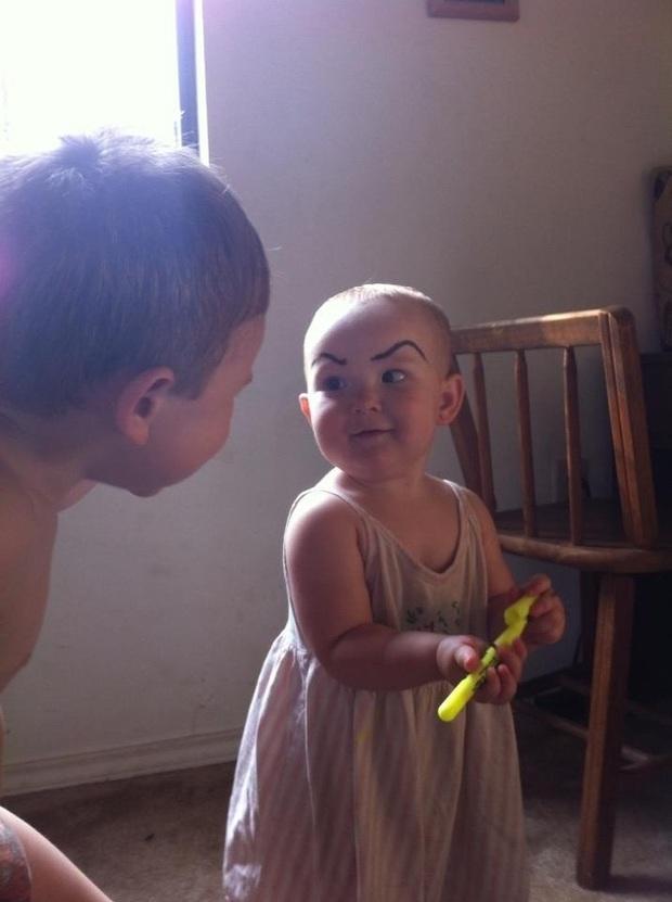 Làm cha mẹ đâu phải chuyện dễ: Tổng hợp những tình huống hài hước, dở khóc dở cười mà con trẻ gây ra cho các bậc phụ huynh - Ảnh 2.