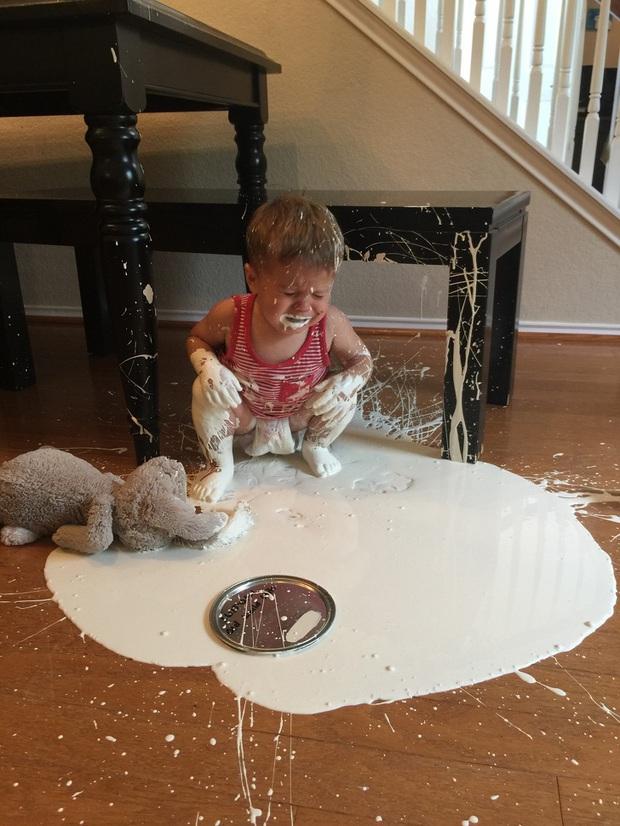 Làm cha mẹ đâu phải chuyện dễ: Tổng hợp những tình huống hài hước, dở khóc dở cười mà con trẻ gây ra cho các bậc phụ huynh - Ảnh 1.