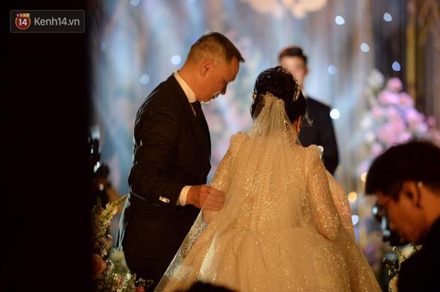 Loạt khoảnh khắc đẹp nức nở trong đám cưới Quỳnh Anh - Duy Mạnh: Cổ tích của công chúa và hoàng tử thật rồi! - Ảnh 3.
