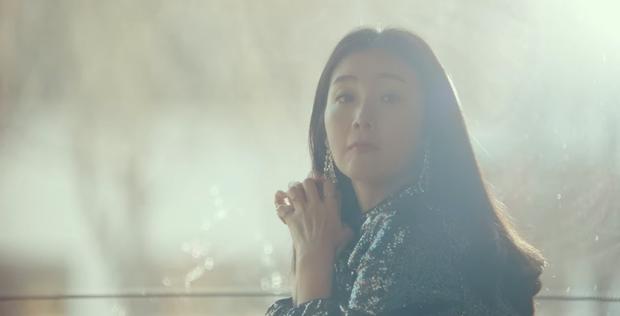 Em trai Bắc Hàn của Son Ye Jin cosplay hẳn idol đời đầu để gặp chị đẹp Choi Ji Woo ở Crash Landing On You tập 13 - Ảnh 2.
