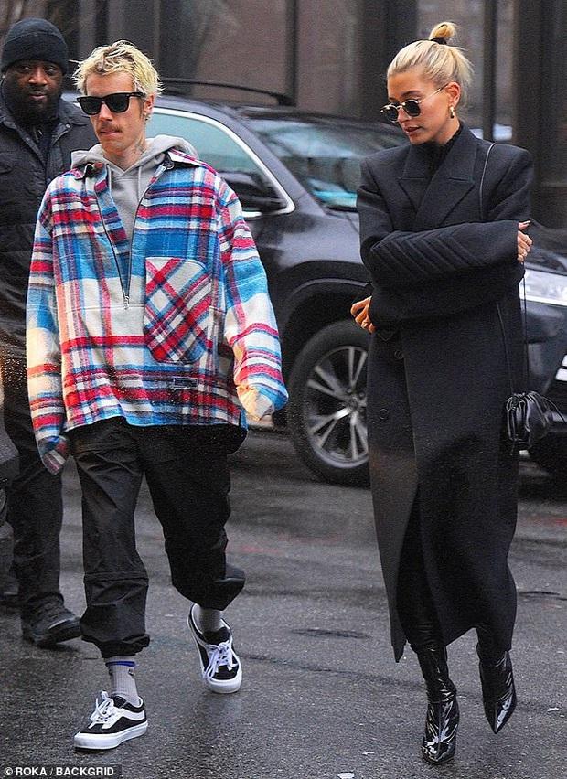 Visual một trời một vực của Justin Bieber - Hailey dạo này: Nàng lồng lộn bao nhiêu, chàng dừ và luộm thuộm bấy nhiêu - Ảnh 6.