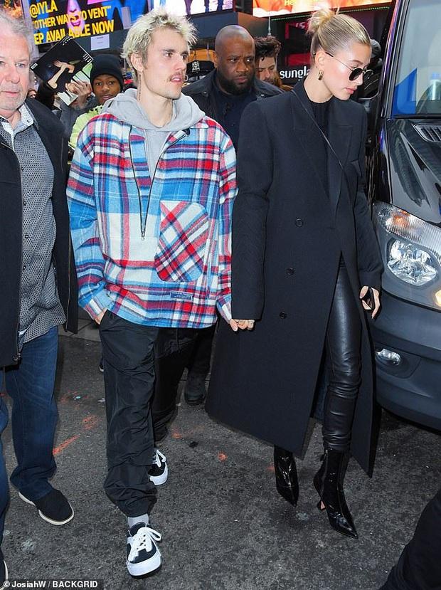 Visual một trời một vực của Justin Bieber - Hailey dạo này: Nàng lồng lộn bao nhiêu, chàng dừ và luộm thuộm bấy nhiêu - Ảnh 5.
