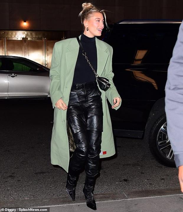 Visual một trời một vực của Justin Bieber - Hailey dạo này: Nàng lồng lộn bao nhiêu, chàng dừ và luộm thuộm bấy nhiêu - Ảnh 9.