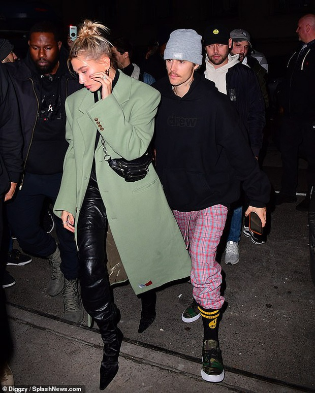 Visual một trời một vực của Justin Bieber - Hailey dạo này: Nàng lồng lộn bao nhiêu, chàng dừ và luộm thuộm bấy nhiêu - Ảnh 7.