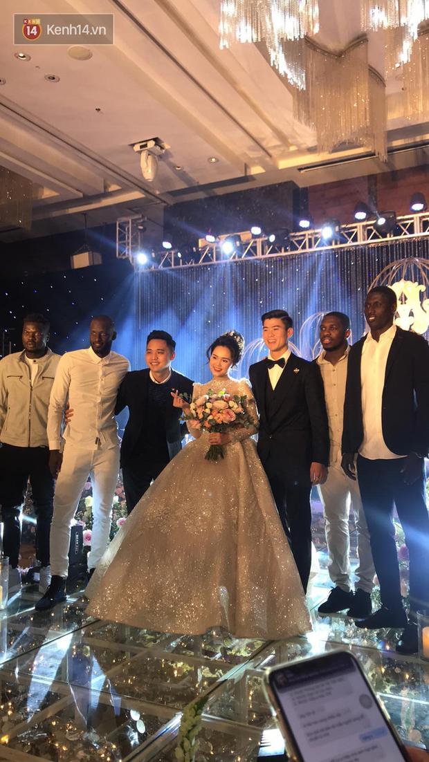 Dàn khách mời ở đám cưới Quỳnh Anh - Duy Mạnh: Toàn gương mặt trai xinh gái đẹp, dresscode trắng đen nguyên team - Ảnh 10.