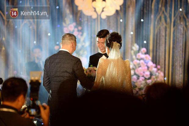 Loạt khoảnh khắc đẹp nức nở trong đám cưới Quỳnh Anh - Duy Mạnh: Cổ tích của công chúa và hoàng tử thật rồi! - Ảnh 5.