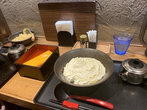 Món ăn mới đang gây lú ở Nhật Bản: Tưởng kem nhưng lại chẳng phải, đào sâu bên dưới mới thấy điều bất ngờ - Ảnh 4.