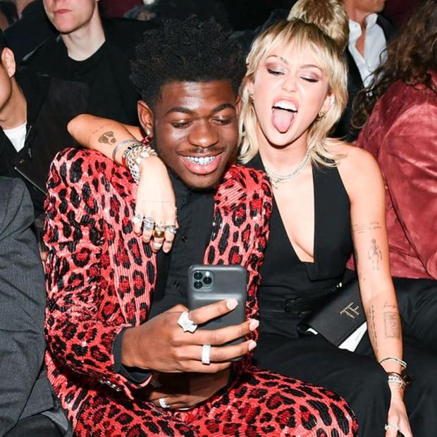 Dàn sao khủng đổ bộ tiệc tiền Oscar: Miley - Brooklyn bỗng đụng độ tình cũ, Tiffany, CL và dàn sao Ký Sinh Trùng gây sốt - Ảnh 2.