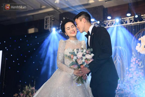 Loạt khoảnh khắc đẹp nức nở trong đám cưới Quỳnh Anh - Duy Mạnh: Cổ tích của công chúa và hoàng tử thật rồi! - Ảnh 13.