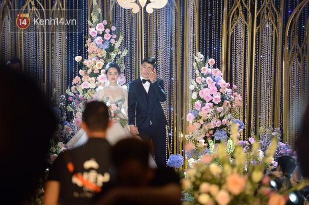 Duy Mạnh - Quỳnh Anh bật khóc trong đám cưới, bố cô dâu xúc động nhắn nhủ: Dẫu gian nan mong 2 con vẫn bên nhau - Ảnh 5.