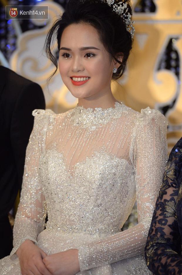 """Là cô dâu đầu tiên chơi lớn đính đá lên mắt, dễ là Quỳnh Anh vừa """"mở bát"""" cho xu hướng makeup cô dâu hot hit nhất 2020 - Ảnh 1."""