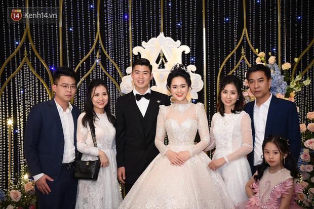 Duy Mạnh - Quỳnh Anh bật khóc trong đám cưới, bố cô dâu xúc động nhắn nhủ: Dẫu gian nan mong 2 con vẫn bên nhau - Ảnh 19.