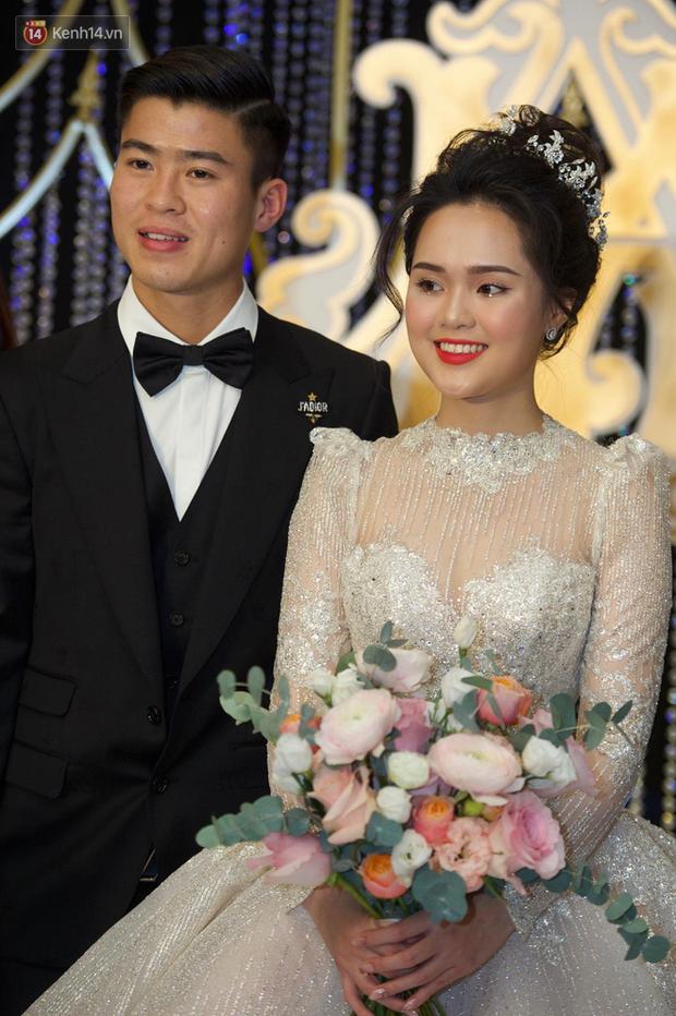 Duy Mạnh - Quỳnh Anh bật khóc trong đám cưới, bố cô dâu xúc động nhắn nhủ: Dẫu gian nan mong 2 con vẫn bên nhau - Ảnh 18.