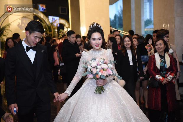 Loạt khoảnh khắc đẹp nức nở trong đám cưới Quỳnh Anh - Duy Mạnh: Cổ tích của công chúa và hoàng tử thật rồi! - Ảnh 1.