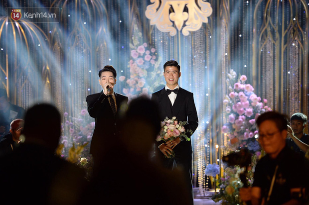 Duy Mạnh - Quỳnh Anh bật khóc trong đám cưới, bố cô dâu xúc động nhắn nhủ: Dẫu gian nan mong 2 con vẫn bên nhau - Ảnh 8.