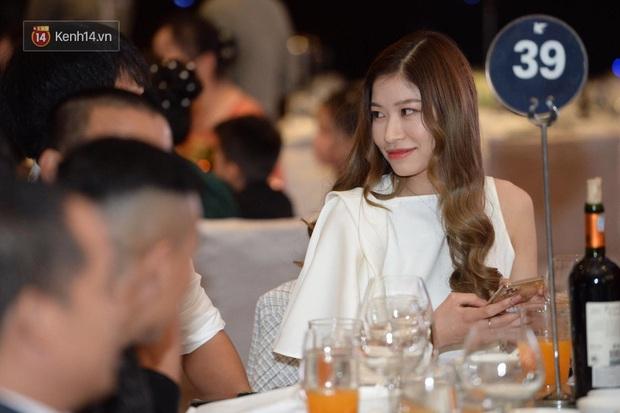 Dàn khách mời ở đám cưới Quỳnh Anh - Duy Mạnh: Toàn gương mặt trai xinh gái đẹp, dress code trắng đen nguyên team - Ảnh 10.