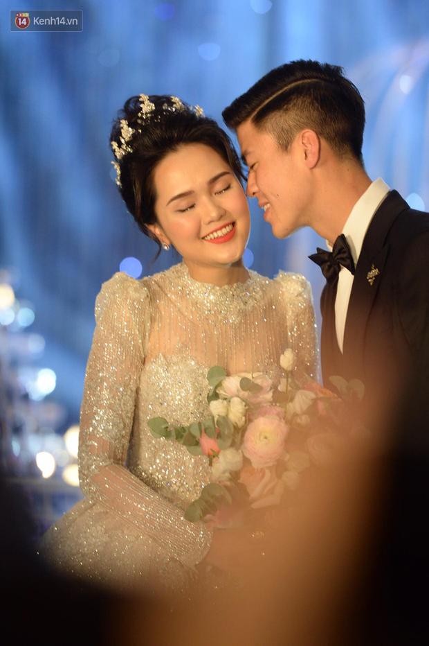Duy Mạnh - Quỳnh Anh bật khóc trong đám cưới, bố cô dâu xúc động nhắn nhủ: Dẫu gian nan mong 2 con vẫn bên nhau - Ảnh 13.
