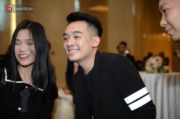 Duy Mạnh - Quỳnh Anh bật khóc trong đám cưới, bố cô dâu xúc động nhắn nhủ: Dẫu gian nan mong 2 con vẫn bên nhau - Ảnh 14.