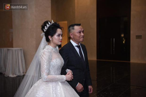 Loạt khoảnh khắc đẹp nức nở trong đám cưới Quỳnh Anh - Duy Mạnh: Cổ tích của công chúa và hoàng tử thật rồi! - Ảnh 2.