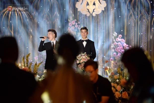 Duy Mạnh - Quỳnh Anh bật khóc trong đám cưới, bố cô dâu xúc động nhắn nhủ: Dẫu gian nan mong 2 con vẫn bên nhau - Ảnh 9.