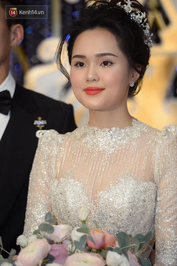 """Là cô dâu đầu tiên chơi lớn đính đá lên mắt, dễ là Quỳnh Anh vừa """"mở bát"""" cho xu hướng makeup cô dâu hot hit nhất 2020 - Ảnh 2."""