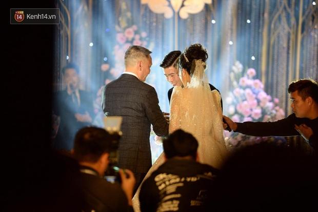 Loạt khoảnh khắc đẹp nức nở trong đám cưới Quỳnh Anh - Duy Mạnh: Cổ tích của công chúa và hoàng tử thật rồi! - Ảnh 4.