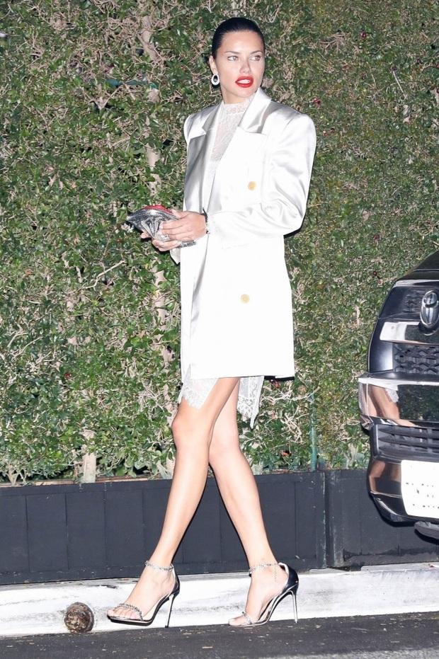 Dàn sao khủng đổ bộ tiệc tiền Oscar: Miley - Brooklyn bỗng đụng độ tình cũ, Tiffany, CL và dàn sao Ký Sinh Trùng gây sốt - Ảnh 9.