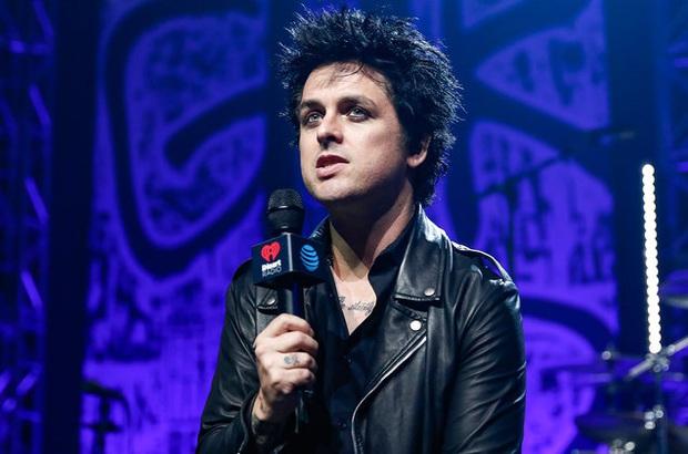Góc vô duyên: Trưởng nhóm nhạc Green Day không ngần ngại đá xéo Ariana Grande, tâng bốc Billie Eilish mới thật sự là một nghệ sĩ hay ho? - Ảnh 1.