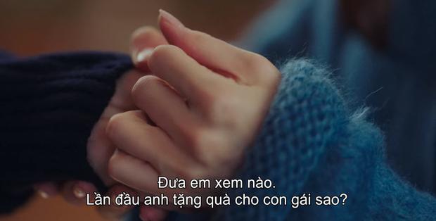 Tặng quà bồ mà bẽn lẽn như trai mới lớn, Hyun Bin khiến Son Ye Jin ham hố đeo nhầm nhẫn ở Crash Landing On You tập 13 - Ảnh 4.