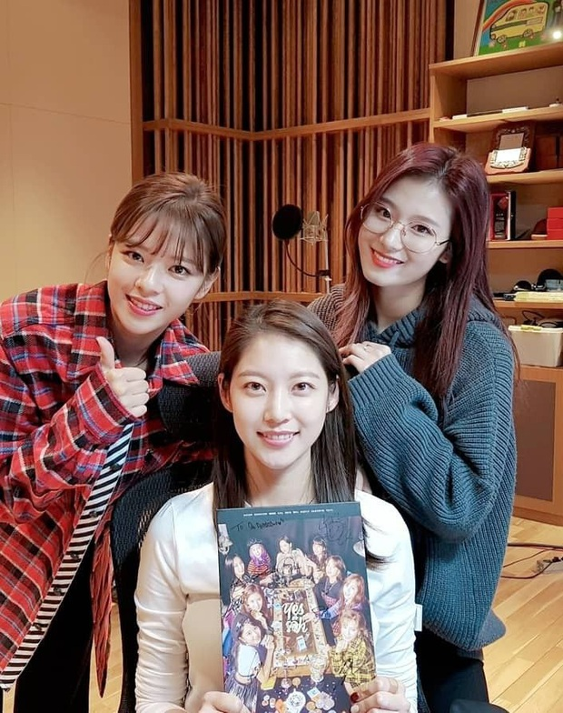 Trầm trồ 6 cặp anh chị em quyền lực nhất Kbiz: Gen quá trội, chị em Dara, Jessica, mỹ nhân TWICE chưa đỉnh bằng Kim Tae Hee - Ảnh 7.