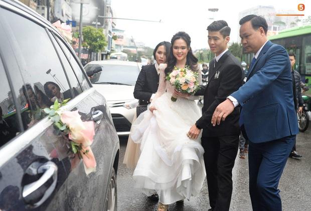 Đám cưới của Quỳnh Anh - Duy Mạnh: Chú rể cực kì bảnh bao, cô dâu xinh đẹp đeo dây chuyền đính 286 viên kim cương giá 800 triệu - Ảnh 8.