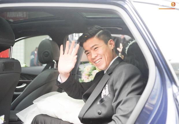 Đám cưới của Quỳnh Anh - Duy Mạnh: Chú rể cực kì bảnh bao, cô dâu xinh đẹp đeo dây chuyền đính 286 viên kim cương giá 800 triệu - Ảnh 7.