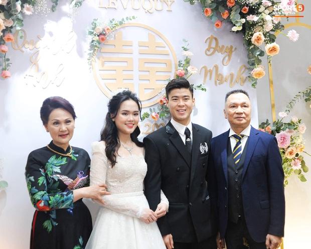 Vợ chồng cựu chủ tịch CLB Sài Gòn hôn nhau ngọt ngào, quẩy cực sung trong đám cưới con gái Quỳnh Anh - Ảnh 5.
