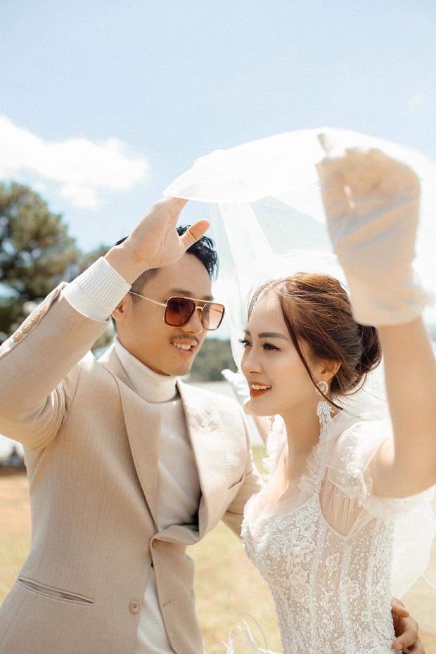 Ngày lành tháng tốt: Hết Duy Mạnh đám cưới lại đến em họ sang chảnh, sexy của Hương Tràm tổ chức đám hỏi - Ảnh 8.