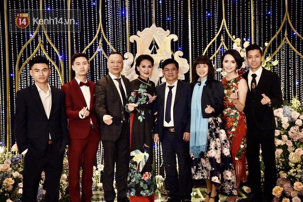 Duy Mạnh - Quỳnh Anh bật khóc trong đám cưới, bố cô dâu xúc động nhắn nhủ: Dẫu gian nan mong 2 con vẫn bên nhau - Ảnh 22.