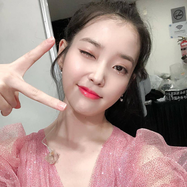 """Là cô dâu đầu tiên chơi lớn đính đá lên mắt, dễ là Quỳnh Anh vừa """"mở bát"""" cho xu hướng makeup cô dâu hot hit nhất 2020 - Ảnh 7."""