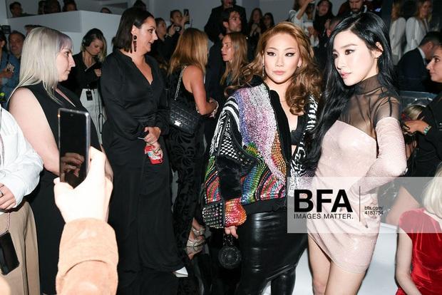 Dàn sao khủng đổ bộ tiệc tiền Oscar: Miley - Brooklyn bỗng đụng độ tình cũ, Tiffany, CL và dàn sao Ký Sinh Trùng gây sốt - Ảnh 6.