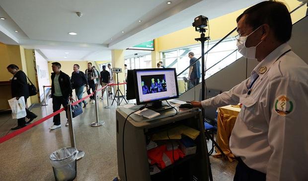 Campuchia bác bỏ thông tin hành khách bị ngất ở sân bay Phnom Penh do nhiễm nCoV - Ảnh 1.
