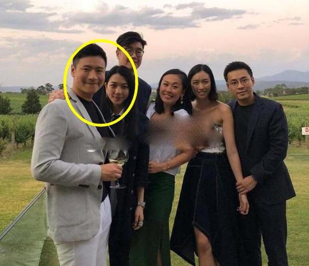 Tiểu thư từng khiến Trần Quán Hy đòi tự tử hôm nay làm đám cưới với đại gia, ông trùm Hong Kong đeo khẩu trang tới dự - Ảnh 6.