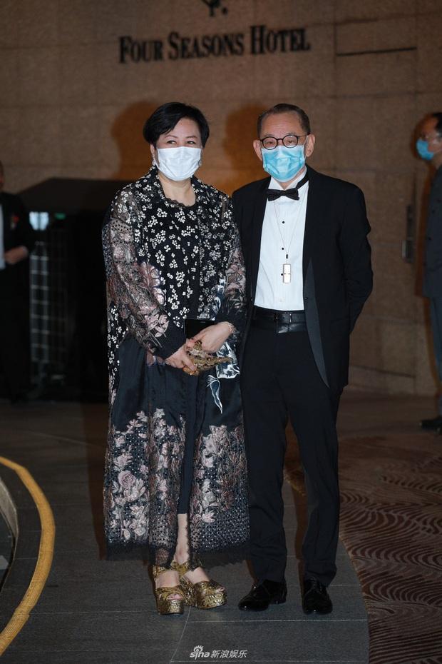 Tiểu thư từng khiến Trần Quán Hy đòi tự tử hôm nay làm đám cưới với đại gia, ông trùm Hong Kong đeo khẩu trang tới dự - Ảnh 7.
