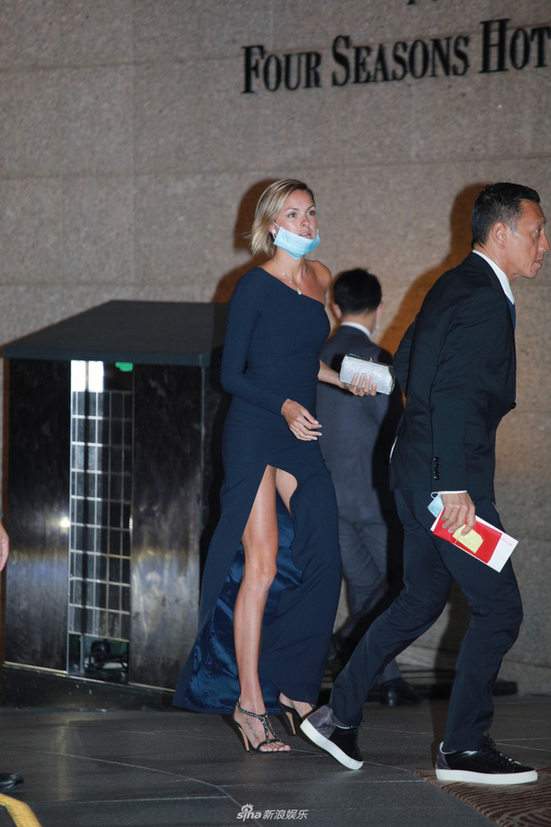 Tiểu thư từng khiến Trần Quán Hy đòi tự tử hôm nay làm đám cưới với đại gia, ông trùm Hong Kong đeo khẩu trang tới dự - Ảnh 9.