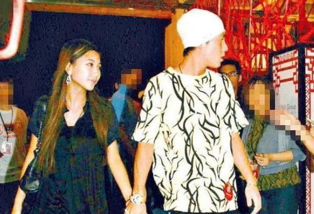 Tiểu thư từng khiến Trần Quán Hy đòi tự tử hôm nay làm đám cưới với đại gia, ông trùm Hong Kong đeo khẩu trang tới dự - Ảnh 12.