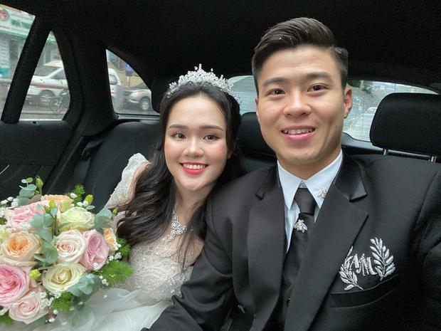 Váy cưới lộng lẫy đã đành, đến giày cưới của Quỳnh Anh cũng sang xịn mịn, đụng cả loạt sao Việt - Ảnh 1.