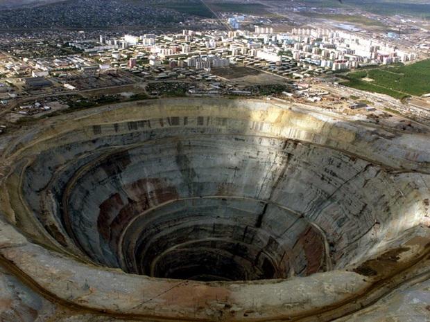 Những chiếc hố khoan sâu nhất thế giới, cùng cuộc đua vào sâu trong lòng đất giữa các quốc gia - Ảnh 19.