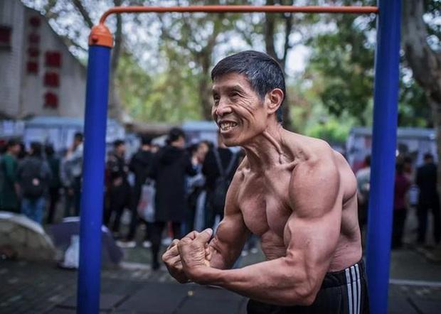 Nhà vô địch thể hình U70 Trung Quốc được mệnh danh không bao giờ bị bệnh đã qua đời vì virus Corona - Ảnh 1.