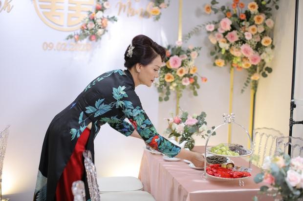 Thần thái phu nhân cựu chủ tịch CLB Sài Gòn làm dân tình tấm tắc: Mẹ đẹp và sang thế này bảo sao Quỳnh Anh không xinh - Ảnh 4.