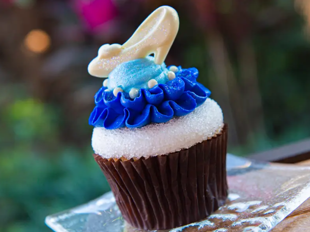 Đắm chìm trong thế giới của Lọ Lem với loạt bánh ngọt được bày bán ở các công viên Disney, nhìn cưng muốn xỉu khiến dân tình cứ ngắm hoài chứ chẳng nỡ ăn - Ảnh 17.