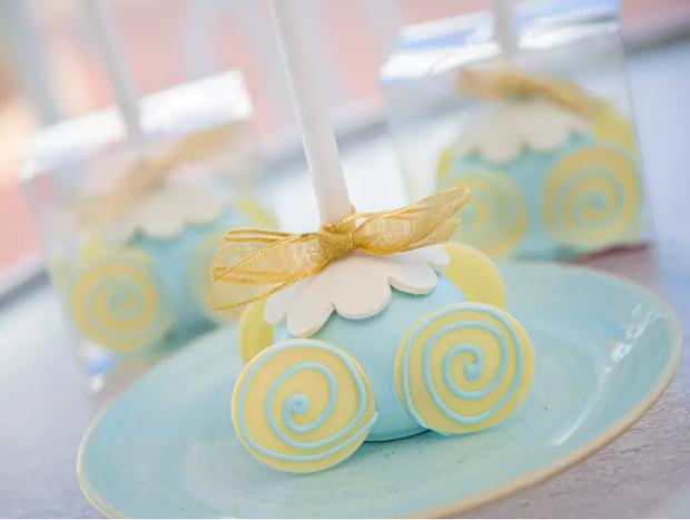 Đắm chìm trong thế giới của Lọ Lem với loạt bánh ngọt được bày bán ở các công viên Disney, nhìn cưng muốn xỉu khiến dân tình cứ ngắm hoài chứ chẳng nỡ ăn - Ảnh 5.