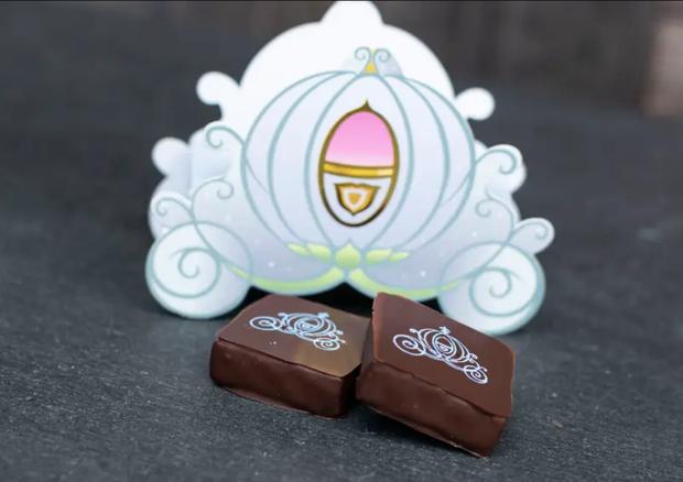 Đắm chìm trong thế giới của Lọ Lem với loạt bánh ngọt được bày bán ở các công viên Disney, nhìn cưng muốn xỉu khiến dân tình cứ ngắm hoài chứ chẳng nỡ ăn - Ảnh 7.