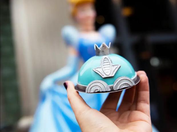 Đắm chìm trong thế giới của Lọ Lem với loạt bánh ngọt được bày bán ở các công viên Disney, nhìn cưng muốn xỉu khiến dân tình cứ ngắm hoài chứ chẳng nỡ ăn - Ảnh 9.